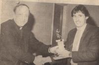 legend gets player of year fron fr mullan.jpg